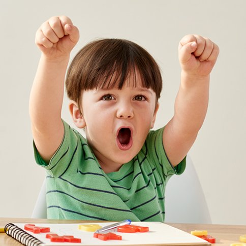 Niño entusiasmado